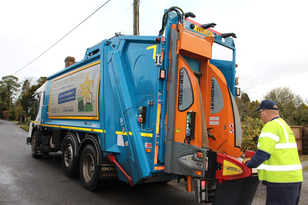 Garden Waste Vehicle with Wheeled Bin no Team