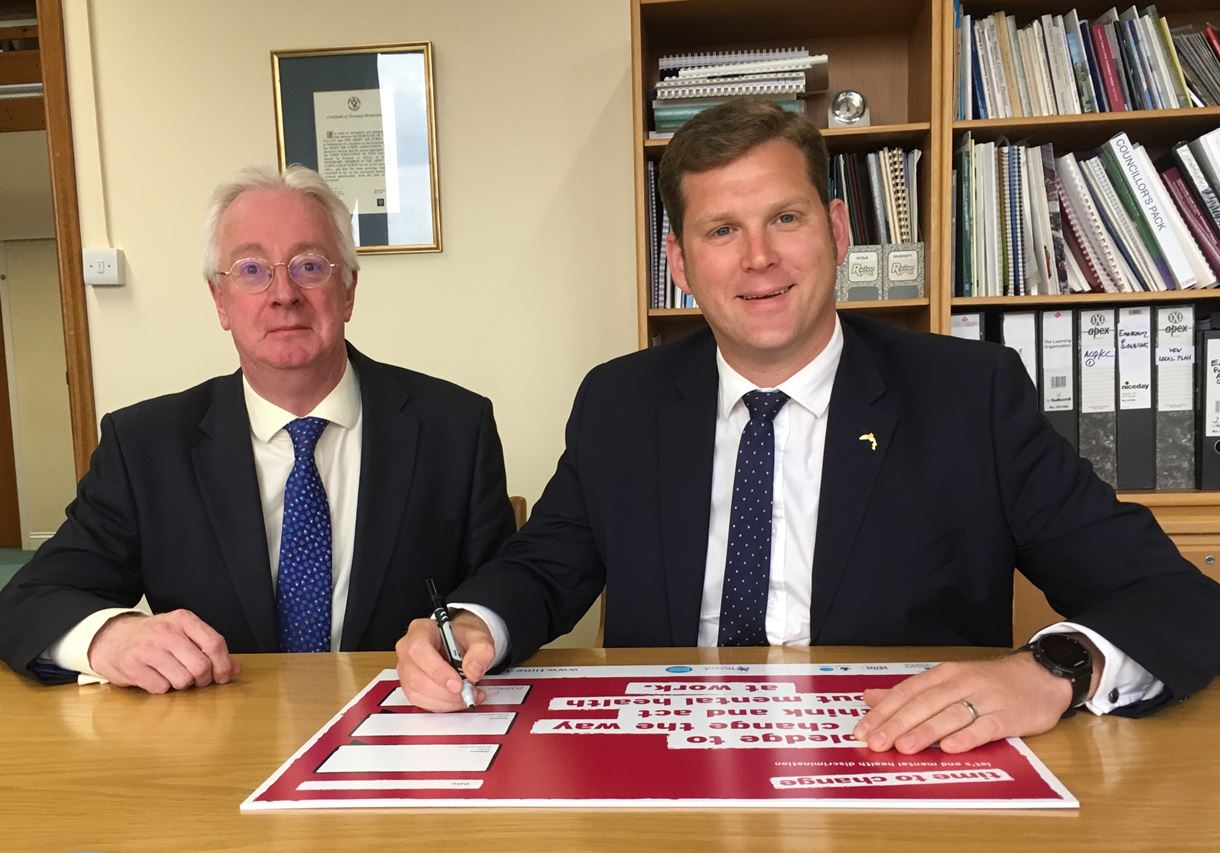 Cllr North and Roger Tetstall signing the pledge