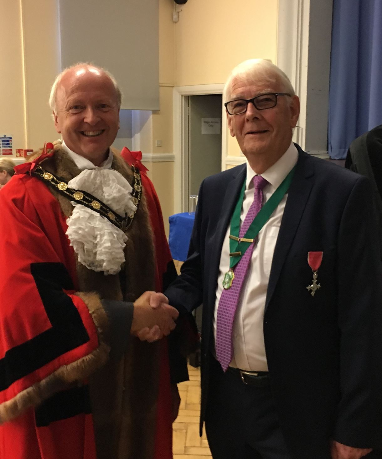 Mayor councillor Martin Hatley and Honorary Alderman, Mr Ian Carr MBE at the special council meeting.